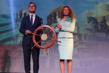 At an official ceremony Bulgaria handed over the rotating Presidency of the EU Strategy for the Danube Region to Romania